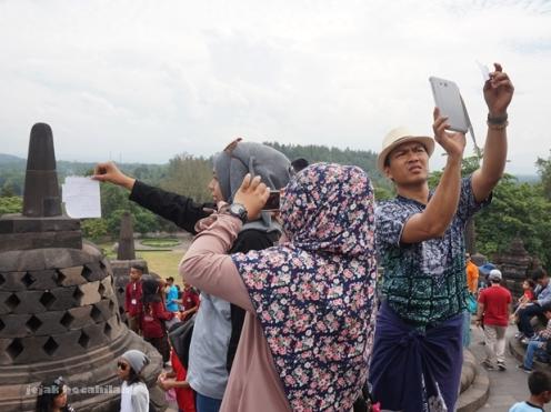 selfi kekinian di Borobudur