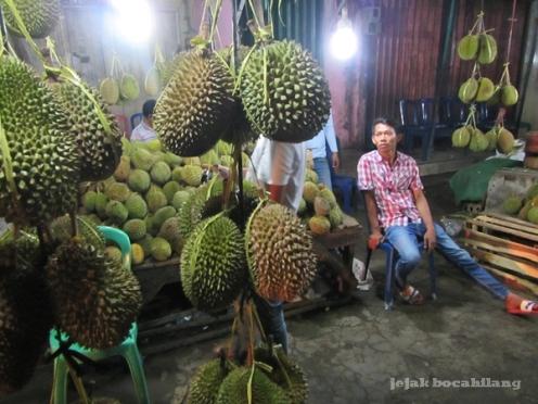 Durian Sumatera Selatan di Pasar Kuto
