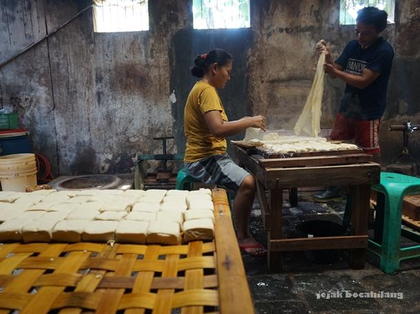 salah satu rumah pembuatan tahu di Desa Kalisari