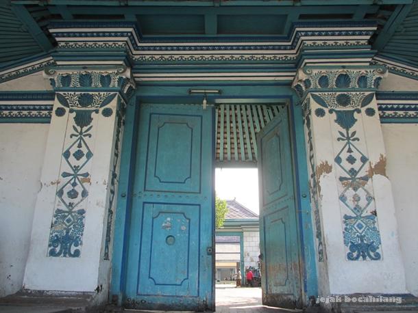 simbol-simbol di pintu selatan Keraton Surakarta