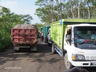 truk pengangkut pasir Merapi