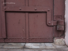 pintu garasi kereta kuda
