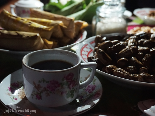 cangkir kopi Desa Kemiren
