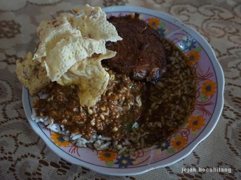 Nasi Pecel Rawon Banyuwangi