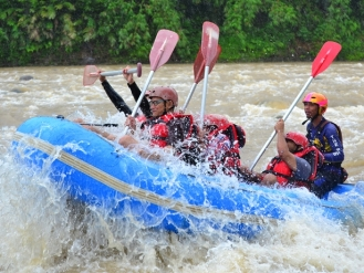 rafting Sungai Serayu Bannyu Woong Adventure