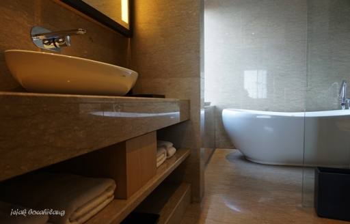 bathroom di Executive Room Alila Solo