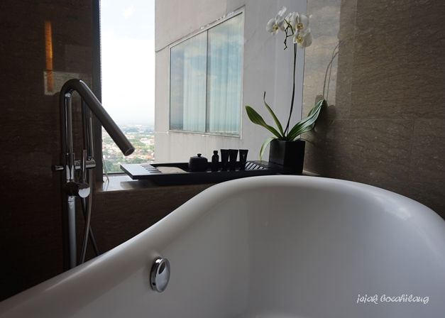 bathroom di Executive Suite Alila Solo