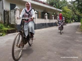 bersepeda di Desa Malangan