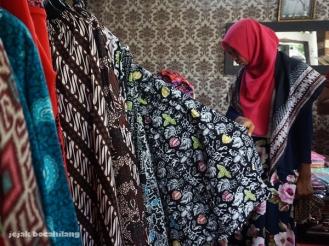 melihat batik produksi Desa Malangan