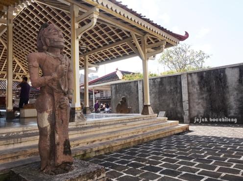 patung Bima di nDalem Suralayan