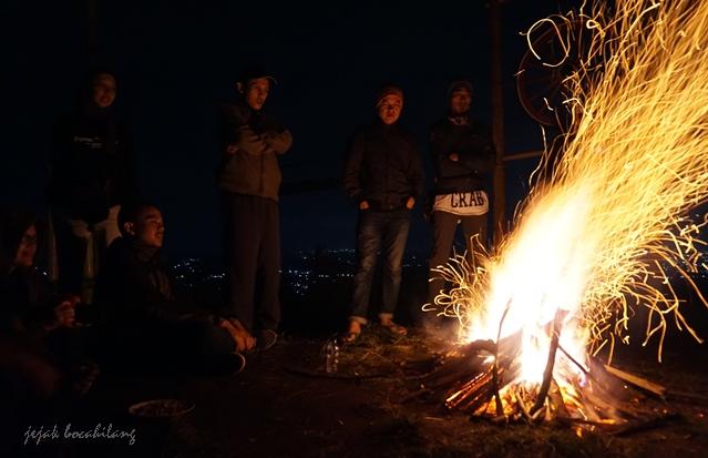 api unggun Bukit Tranggulasih