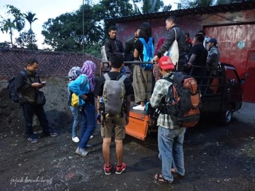 kendaraan menuju Bukit Tranggulasih