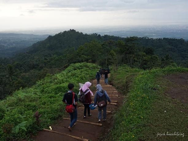 trek Bukit Tranggulasih