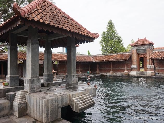 pendapa taman air Tirtomulyo