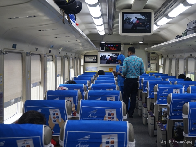 gerbong penumpang KA Argo Lawu