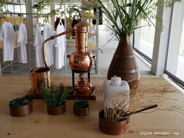 miniatur distilasi atsiri