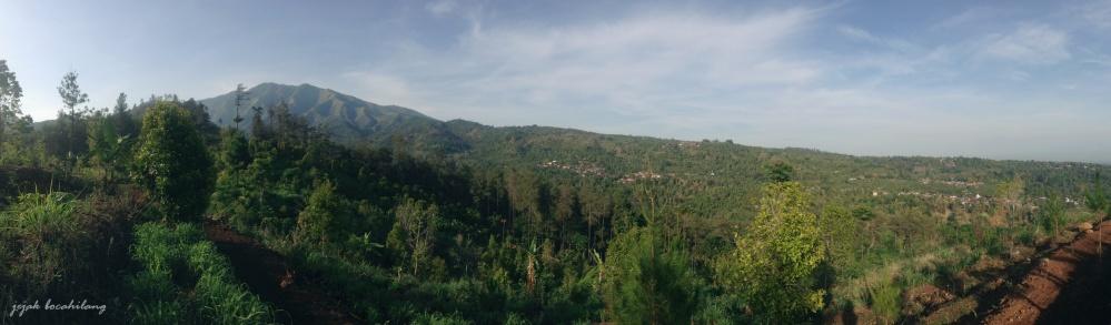 panorama perbukitan Gunung Wilis