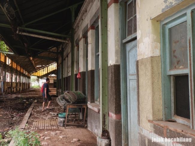 ruang tunggu Stasiun Kudus
